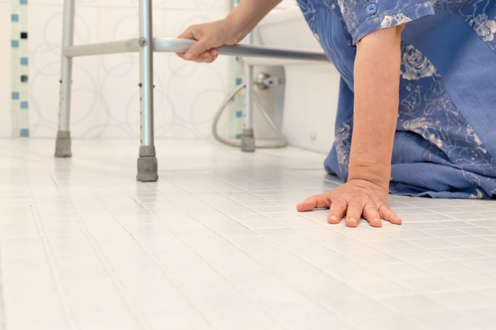 The Dangers of Seniors Falling and 7 Ways to Prevent Falling